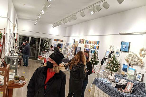 Rowayton Gift Stroll logo, RAC exterior and photos of shoppers at the RAC Holiday Gift Show 2020