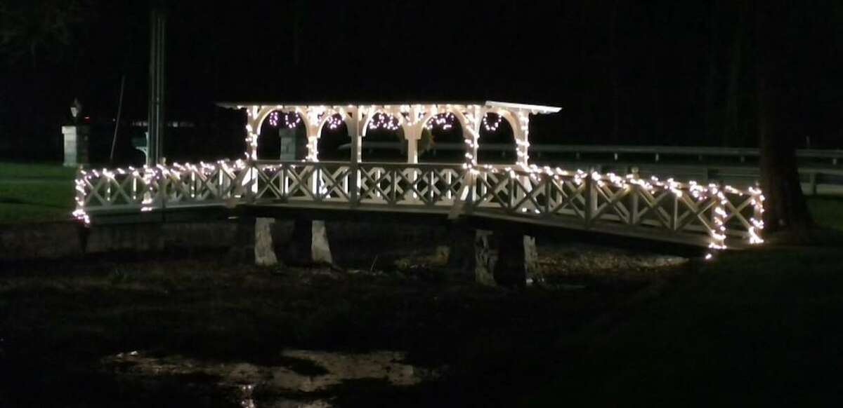 The bridge on White Plains Road