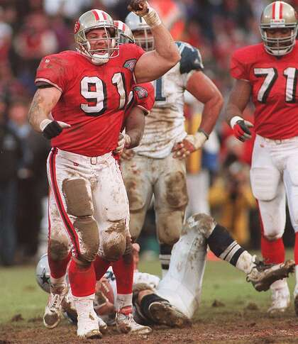 49ERS-RHETT / C / 15JAN95 / SP / DF-Rhett Hall celebrates an Aikman sack in the 4th quarter.  Chronicle photo of Deanne Fitzmaurice NFC CHAMPIONSHIP GAME VS DALLAS
