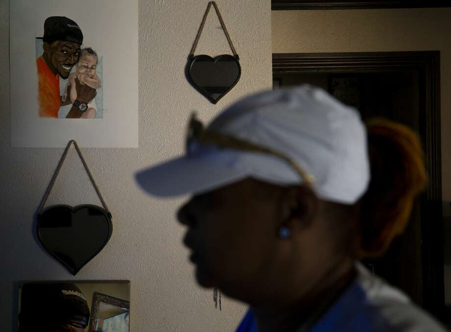 A painting of Chazton Jones holding his daughter hangs on Daphne Nelson's living room wall. Photo: Godofredo A. Vásquez/Staff Photographer / © 2020 Houston Chronicle