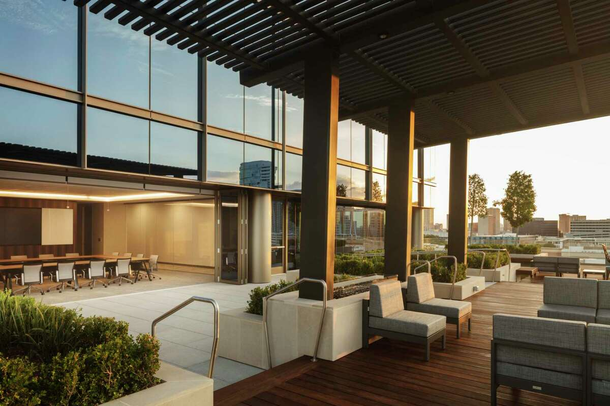 Stonelake Capital Partners is the developer of the 200 Park Place building at at 4200 Westheimer in the Park Place River Oaks Development. Tenant amenities include a terrace and a conference center on the ninth floor.