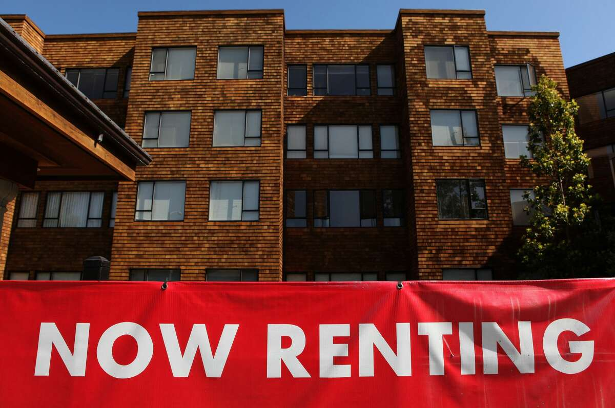 Report: Apartment vacancies in Seattle on the rise as rents decline The number of vacant apartments in Seattle shot up over the past year, according to a new report. Since the start of the pandemic, apartment vacancies in the city have gone from 4.4% in February to 10.3% in November, the report from ApartmentList found. The report used a vacancy rate index -- which