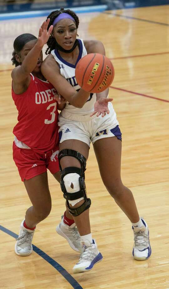 Midland High's Sam Braudaway tries to split Odessa High's Nesha Stephens, 3, and Paige Byford to drive the lane 12/15/2020 at the Odessa High gym. Tim Fischer/Reporter-Telegram Photo: Tim Fischer, Midland Reporter-Telegram