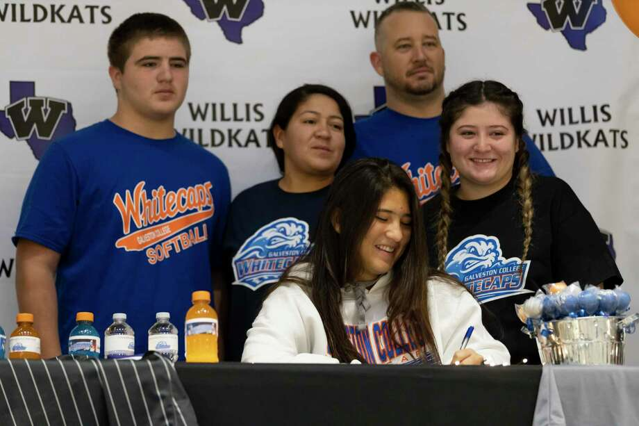 Marissa Fletcher, who signed with Galveston College's softball team, signs alongside her family during a National Signing Day ceremony at Willis High School, Wednesday, Dec. 16, 2020, in Willis. Photo: Gustavo Huerta, Houston Chronicle / Staff Photographer / 2020 © Houston Chronicle