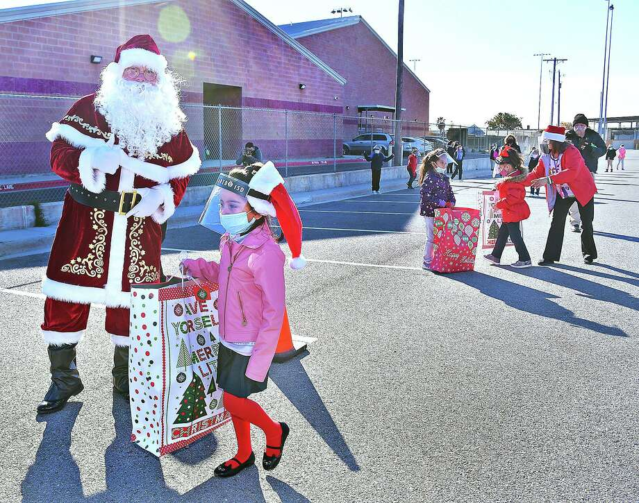 The Annual Angel of Hope Christmas gift distribution for Laredo ISD students, hosted by Webb County Constable Precinct 1 Rodolfo Rodriguez Jr., got underway Monday, Dec. 14. Every LISD elementary school campus will get a visit by Rodriguez, his deputies and Santa Claus through Wednesday to distribute the gifts for all students selected for the event. Photo: Cuate Santos / Laredo Morning Times / Laredo Morning Times