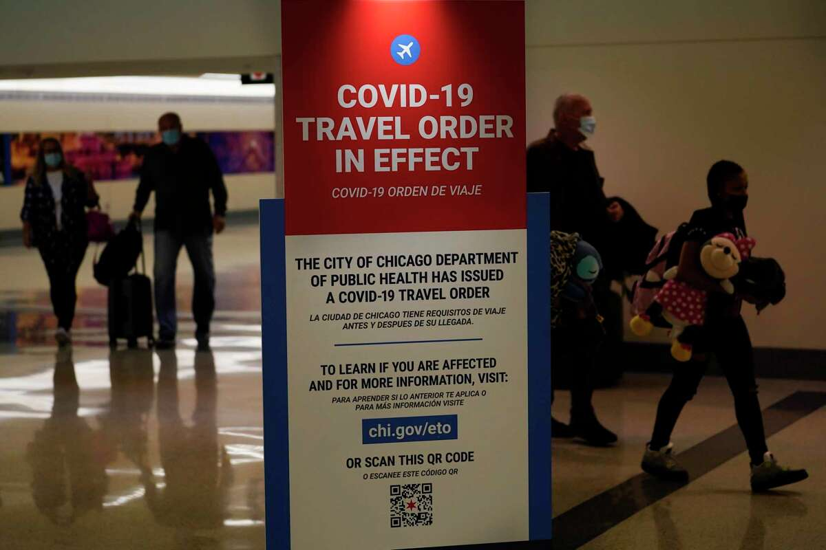 Travelers arriving at Midway Airport in Chicago are reminded of the city's COVID-19 travel orders.