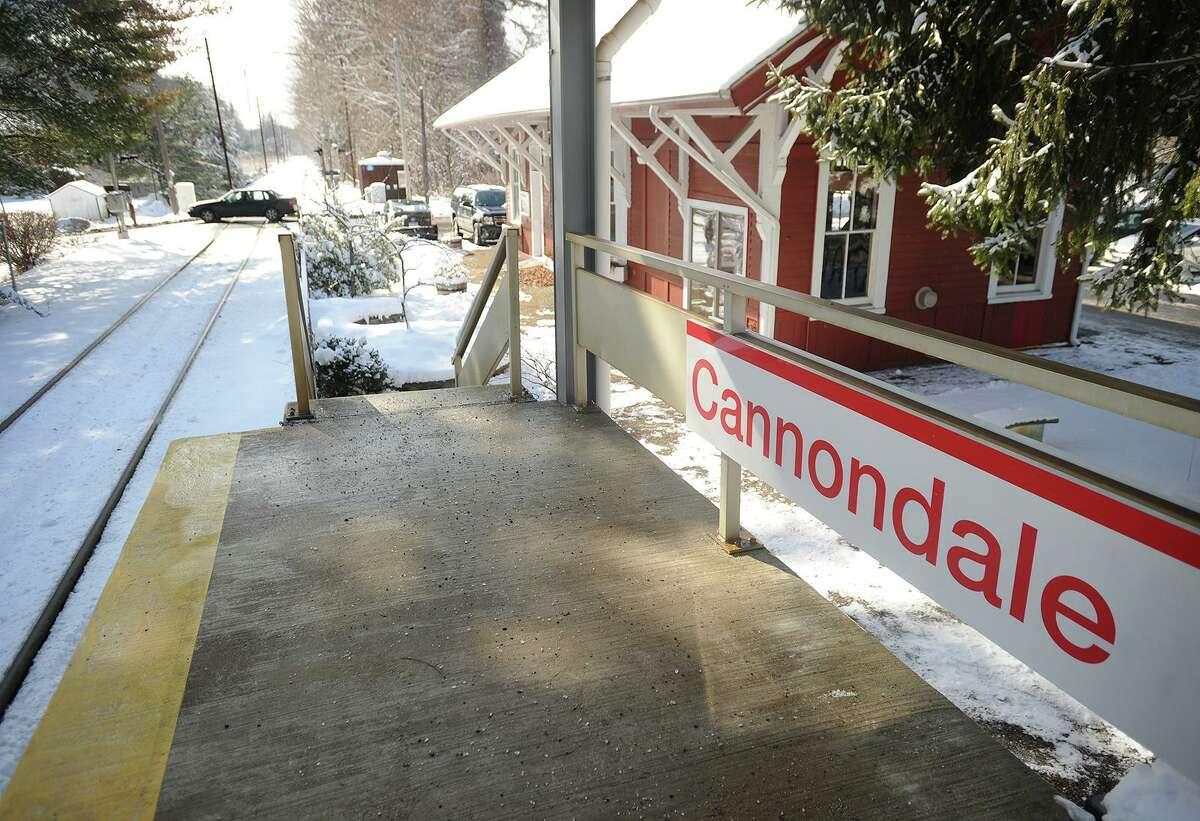 Heavy snow may cause Metro-North to suspend service.