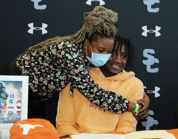Tamika Sullivan hugs her and Shadow Creek's Terrence Cooks as he is committed to University of Texas-Austin during his signing ceremony Wednesday, Dec. 16, 2020, at Alvin ISD Heritage Complex in Rosharon. Photo: Yi-Chin Lee, Staff Photographer / Houston Chronicle