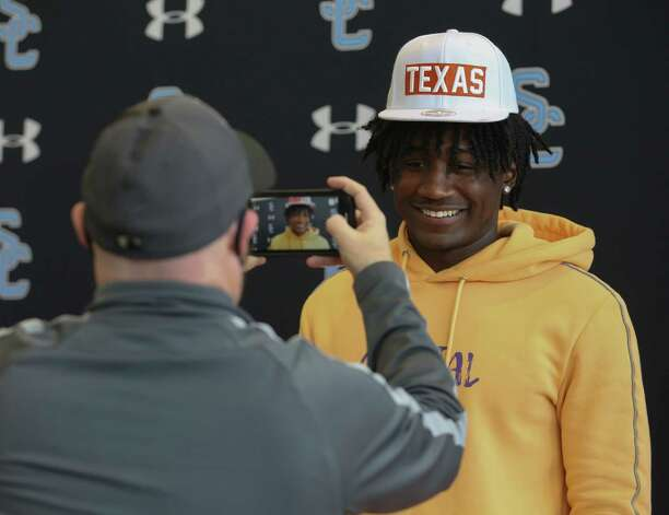 Shadow Creek's Terrence Cooks is committed to University of Texas-Austin during his signing ceremony Wednesday, Dec. 16, 2020, at Alvin ISD Heritage Complex in Rosharon. Photo: Yi-Chin Lee, Staff Photographer / Houston Chronicle