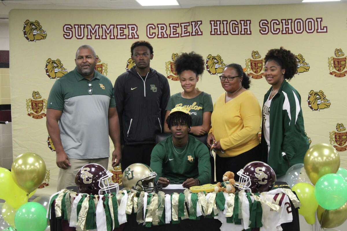 Summer Creek's Elijah Bean signed with Baylor surrounded by his family on early national signing day.