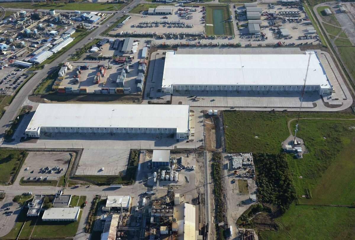 S.I. Warehousing's 252,203-square-foot lease accounts for 41 percent of the space in the new Monument Business Park.