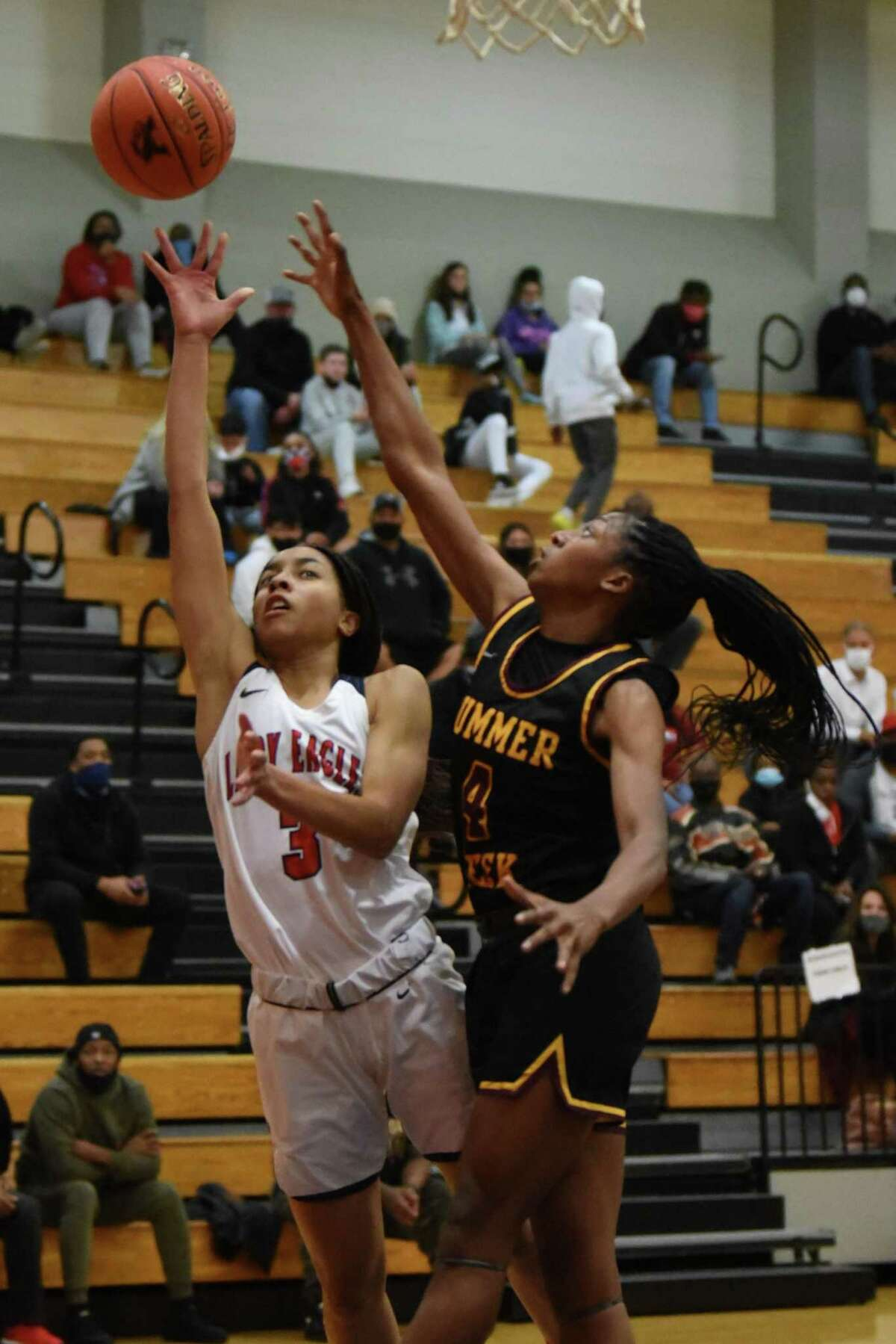 Summer Creek's Kaitlyn Duhon scored a game-high 14 points in the Lady Bulldogs' upset win over No. 20 Atascocita Tuesday night at the Eagles gym.