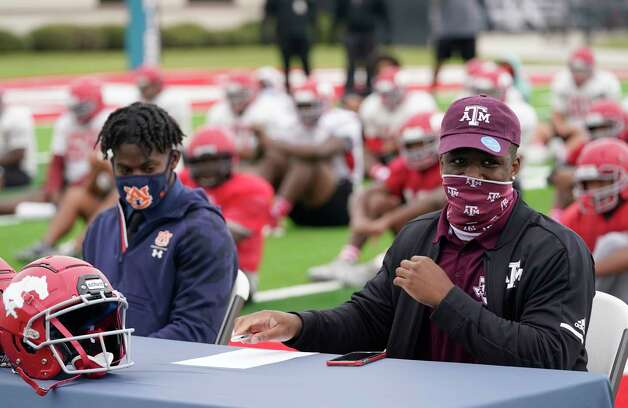Dematrius Davis, left, and Shadrach Banks, right, participate in a ceremonial signing held at Galena Park ISD Stadium, 15025 Wallisville Rd., Wednesday, Dec. 16, 2020 in Houston.  Dematrius Davis is committed to Auburn. Shadrach Banks is committed to A&M. Photo: Melissa Phillip, Staff Photographer / © 2020 Houston Chronicle