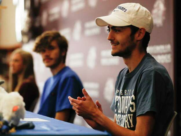 Dylan Squeira signed to run cross country for St. Edwards University during a signing ceremony at Magnolia High School, Wednesday, Dec. 16, 2020, in Magnolia. Photo: Jason Fochtman, Staff Photographer / 2020 © Houston Chronicle