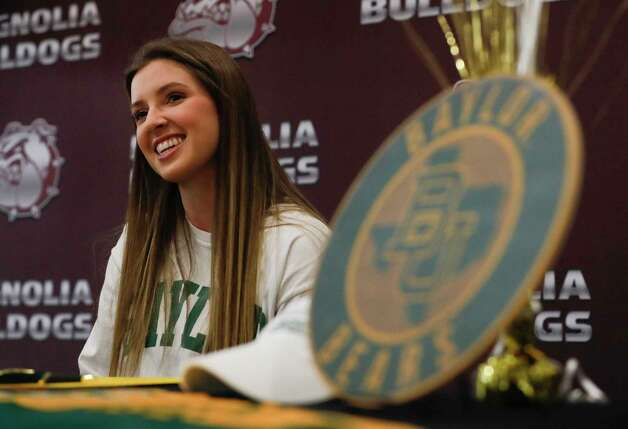 Faith Lynch signed to play volleyball for Baylor during a signing ceremony at Magnolia High School, Wednesday, Dec. 16, 2020, in Magnolia. Photo: Jason Fochtman, Staff Photographer / 2020 © Houston Chronicle