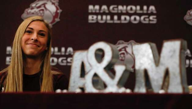 Emma Ellis signed to run cross country for Texas A&M during a signing ceremony at Magnolia High School, Wednesday, Dec. 16, 2020, in Magnolia. Photo: Jason Fochtman, Staff Photographer / 2020 © Houston Chronicle