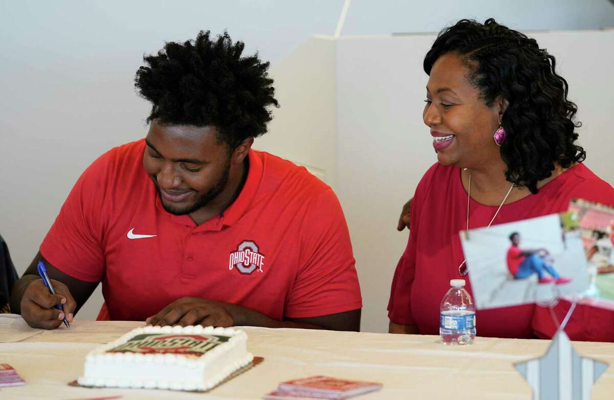 Donovan Jackson signs with Ohio State as his mother Melanie Jackson watches at a signing event at Episcopal HS 4650 Bissonnet St., Wednesday, Dec. 16, 2020 in Bellaire.