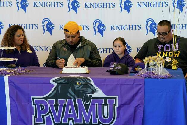 Luis Chavarria, second from left, signs with Prairie View, along with his mother, Ive Torres, left, sister, Isabella Chavarria, and dad, Luis Chavarria, right, watch during a signing event at Episcopal HS 4650 Bissonnet St., Wednesday, Dec. 16, 2020 in Bellaire. Photo: Melissa Phillip, Staff Photographer / © 2020 Houston Chronicle
