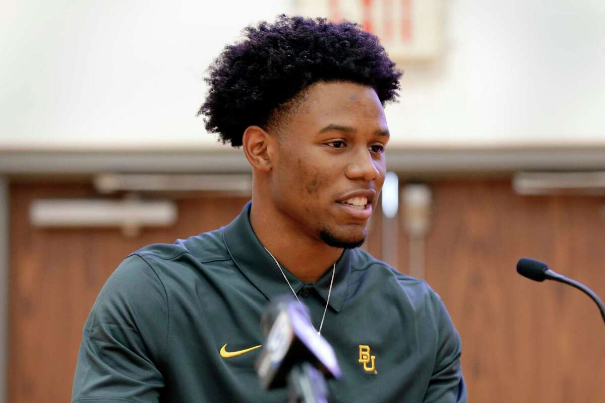 Cameron Bonner gives rewards during signing day ceremonies at the St. Thomas High School gymnasium Wednesday, Dec. 16, 2020 in Houston, TX. Bonner signed with Baylor University.