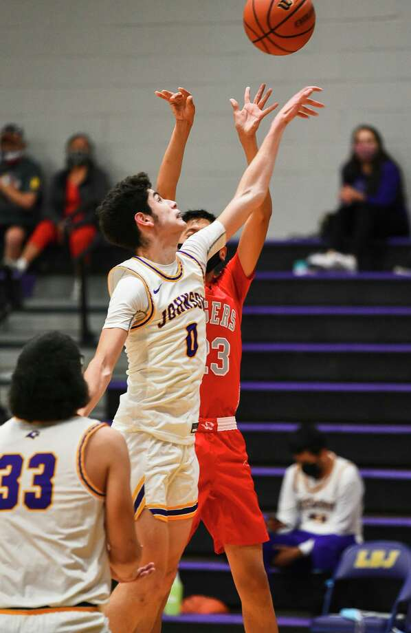 Rogelio Leyendecker and LBJ rallied for a 47-45 victory Wednesday at Hidalgo. Photo: Danny Zaragoza /Laredo Morning Times File
