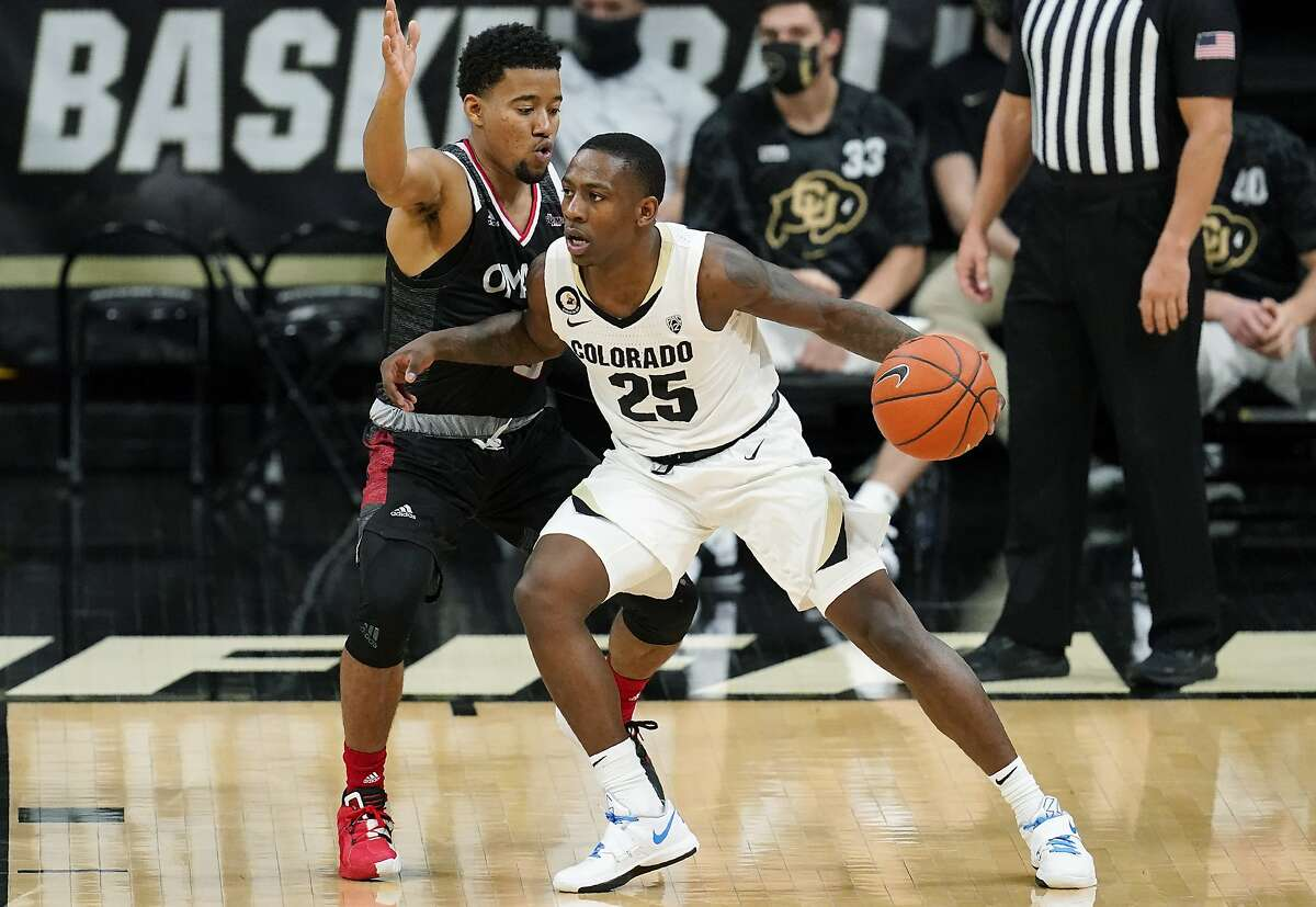 Colorado guard McKinley Wright IV, who scored 17 points, tries to work his way around Omaha guard Ayo Akinwole during the Buffaloes' win in Boulder, Colo., on Wednesday.