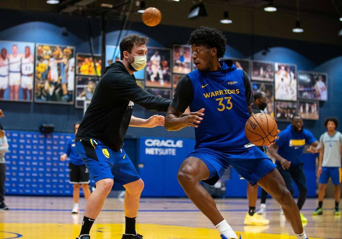 Golden State Warriors Player Development Coach Chris DeMarco (left) guards Warriors rookie James Wiseman (right) at practice at Chase Center on Wednesday, December 16, 2020.