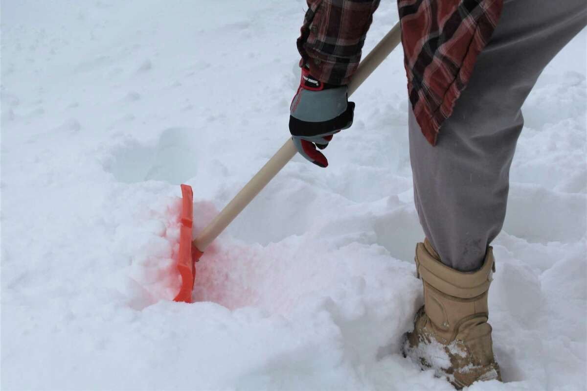 Public works officials reminded Middletown property owners or occupants clear sidewalks within 24 hours after a weather-related event ends, according to city ordinance. There is a $75 fine for non-clearance during this period, and an additional $25 for each day the walkways are not shoveled.