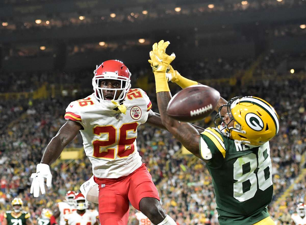 GREEN BAY, WISCONSIN - AUGUST 29: Teo Redding #88 of the Green Bay Packers attempts to catch a pass while defended by Mark Fields #26 of the Kansas City Chiefs in the second quarter during a preseason game at Lambeau Field on August 29, 2019 in Green Bay, Wisconsin. (Photo by Quinn Harris/Getty Images)