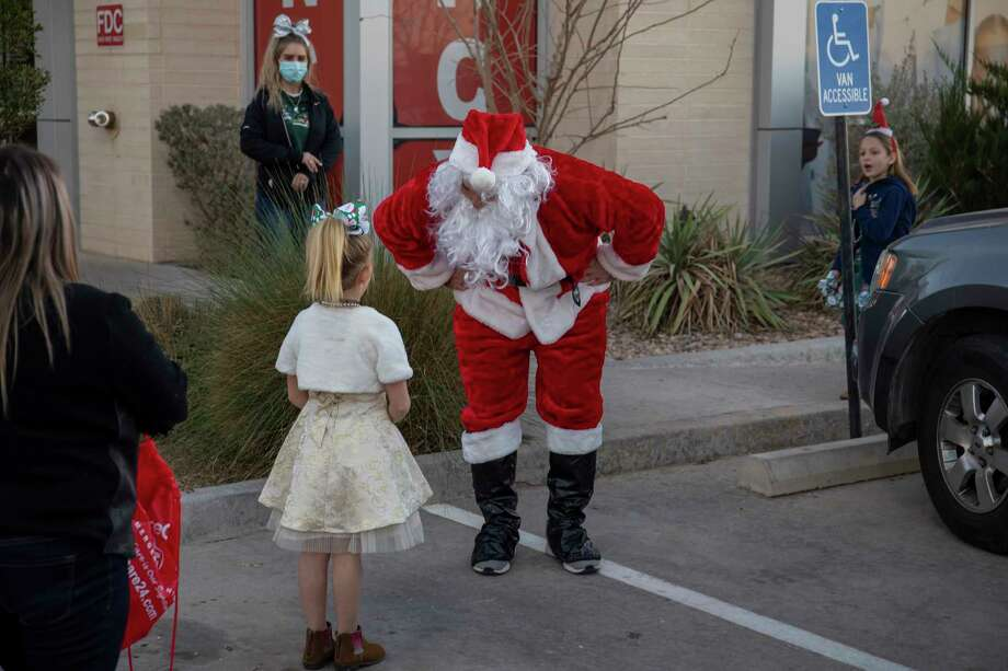 Scenes from Socially Distance with Santa hosted by SignatureCare Emergency Center on Thursday, Dec. 17, 2020 at 5409 West Wadley Ave. Jacy Lewis/Reporter-Telegram Photo: Jacy Lewis/Reporter-Telegram