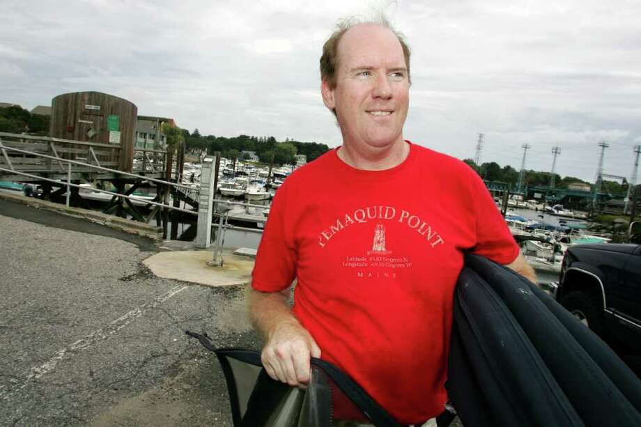 John Gleeson prepared for Hurricane Earl Friday afternoon by adding extra docking lines to his boat at Cos Cob marina. Photo: David Ames, David Ames/For Greenwich Time / Greenwich Time Freelance