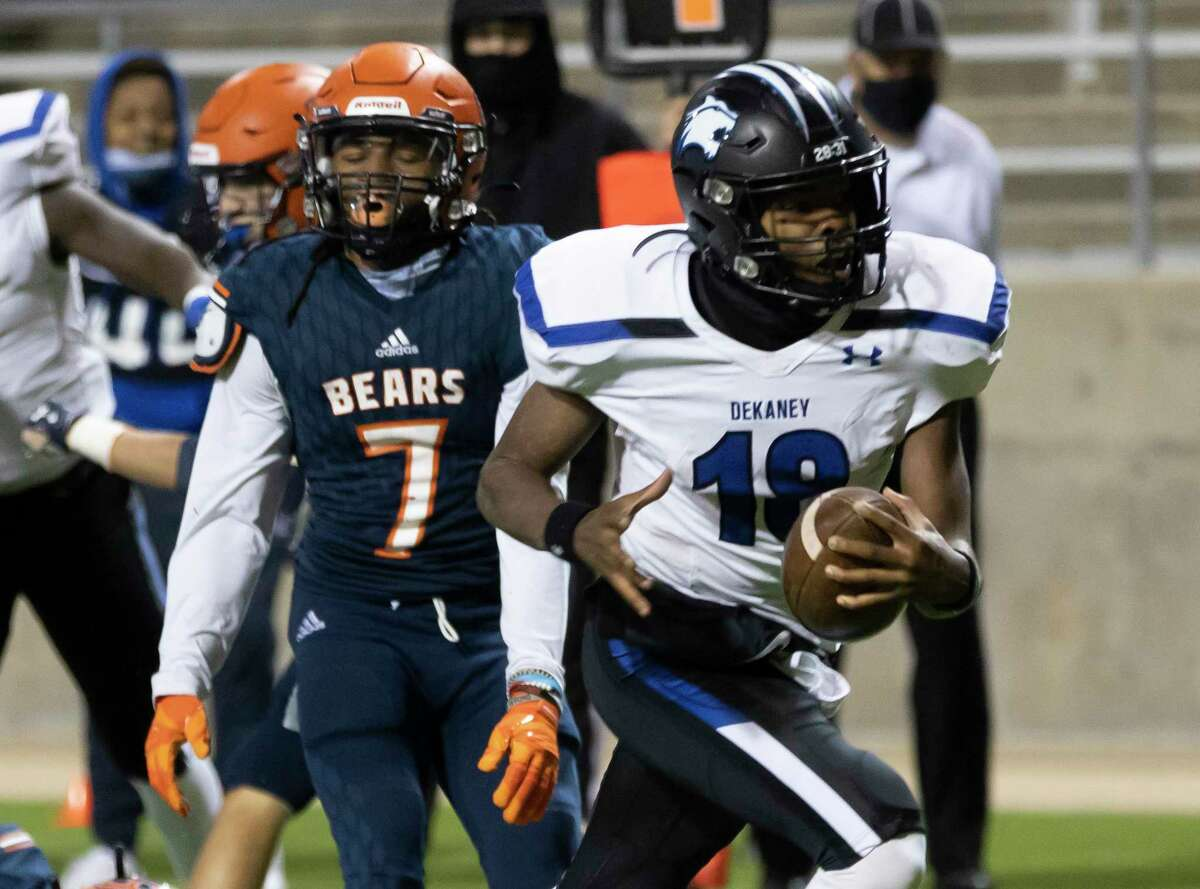 Dekaney quarterback Daelyn Williams (18) runs the ball to score a touchdown during overtime in a Region II-6A (Div. II) area round game against Bridgeland at Cy-Fair FCU Stadium on Thursday, Dec. 17, 2020.