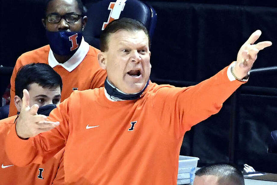 Illinois head coach Brad Underwood directs traffic during Tuesday's win over Minnesota in Champaign. Illinois will play at Rutgers Sunday. Photo: Holly Hart | Associated Press