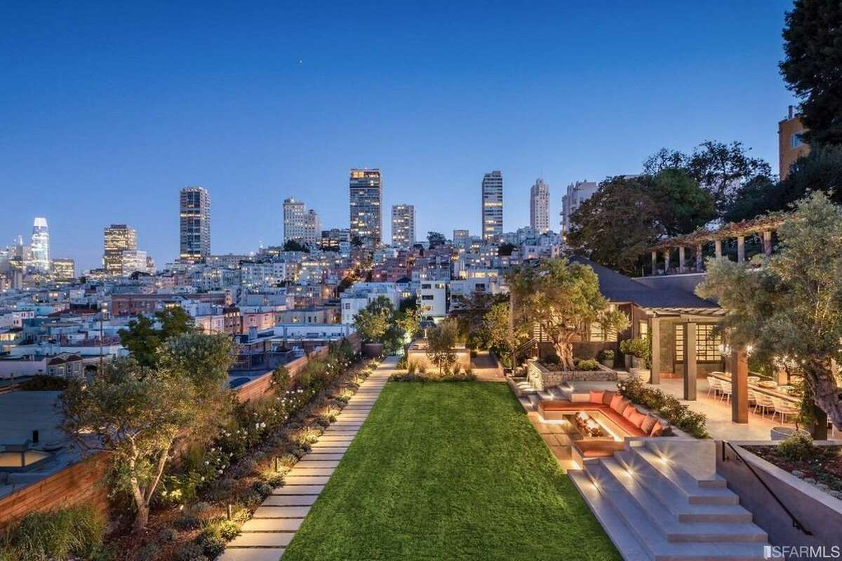 The other $27 million sale, also off-market, was this one at 950 Lombard. The six-bed, eight-bath home offers 9,495 square feet, this amazing view, as well as a pool and huge outdoor kitchen.