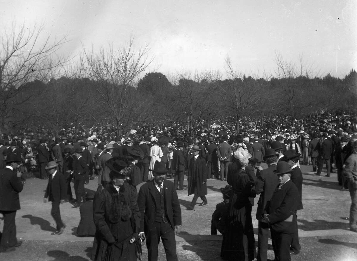 A group of people in Golden Gate Park during late 1906 or early 1907.