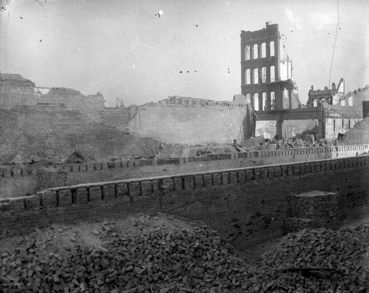 Post-earthquake damage, around late 1906 early 1907.