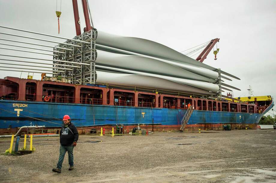Workers prepare to unload wind turbine blades from the shipping vessel BBC Song Tuesday, Sept. 8, 2020 after it completed its journey from India to Port Fisher in Bay City. The turbine blades will be loaded onto trucks which will transport them to their final destination of Isabella Wind in Rosebush. (Katy Kildee/kkildee@mdn.net)