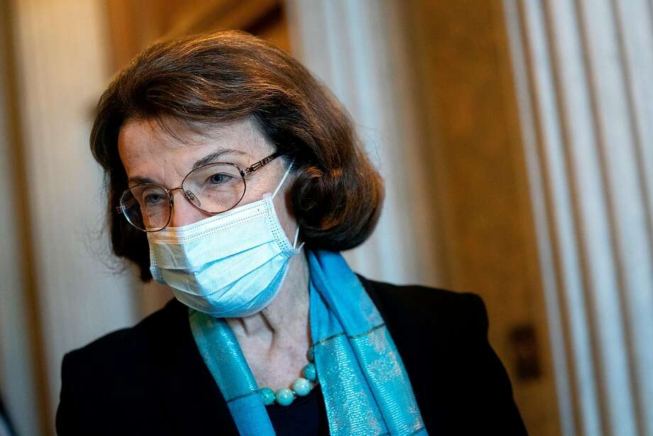 Sen. Dianne Feinstein, D-Calif., wears a protective mask while departing the U.S. Capitol on Dec. 11, 2020 in Washington, D.C. Photo: Stefani Reynolds / Getty Images
