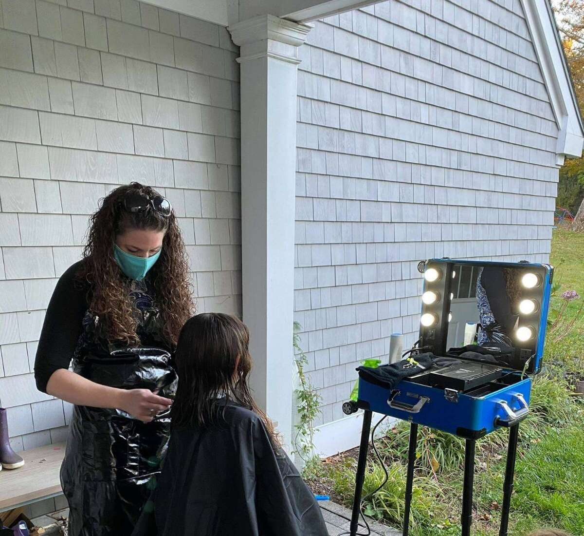 Chantel Pavlick brings hair styling services to clients at home with Salon En Root.