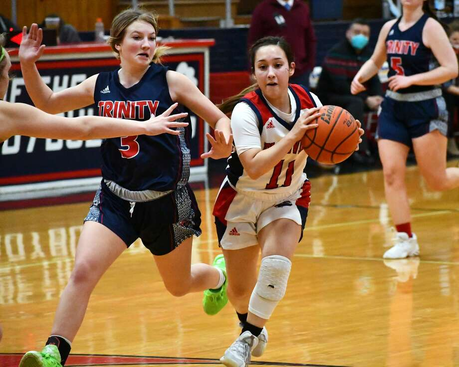 The Plainview Lady Bulldogs rolled to a 91-35 win over Lubbock Trinity Christian in a non-district girls basketball game on Friday, Dec. 18, 2020 in the Dog House at Plainview High School Photo: Nathan Giese/Planview Herald