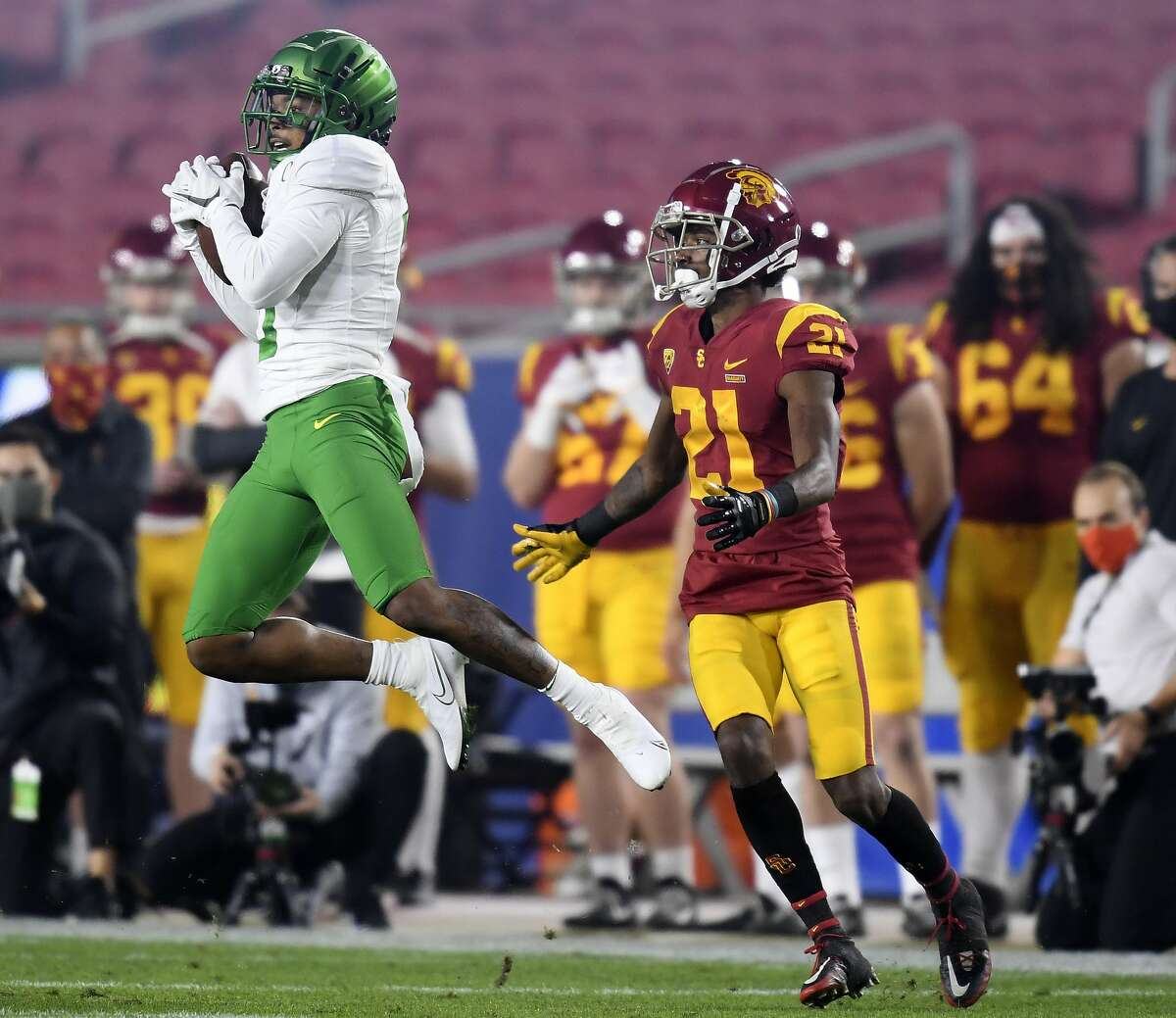 LOS ANGELES, CALIFORNIA - DECEMBER 18: Deommodore Lenoir #0 of the Oregon Ducks intercepts a pass to Tyler Vaughns #21 of the USC Trojans during the first quarter in the PAC 12 2020 Football Championship at United Airlines Field at the Coliseum on December 18, 2020 in Los Angeles, California. (Photo by Harry How/Getty Images)