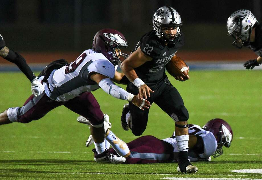 Brian Benavides and the United South Panthers defeated the Mission Eagles 42-41 in overtime Friday to advance to the third round of the state playoffs. Photo: Danny Zaragoza /Laredo Morning Times