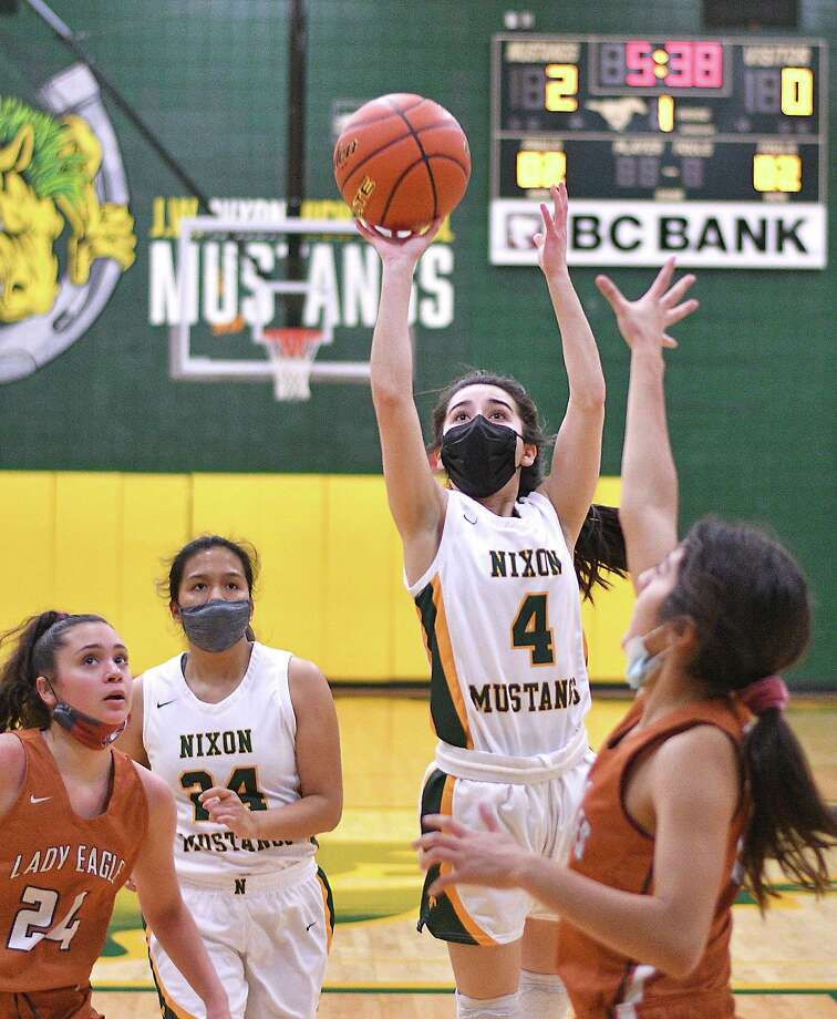 Larissa Madrigal scored a game-high 14 points Friday in Nixon's 67-25 win over Eagle Pass. Photo: Cuate Santos /Laredo Morning Times / Laredo Morning Times