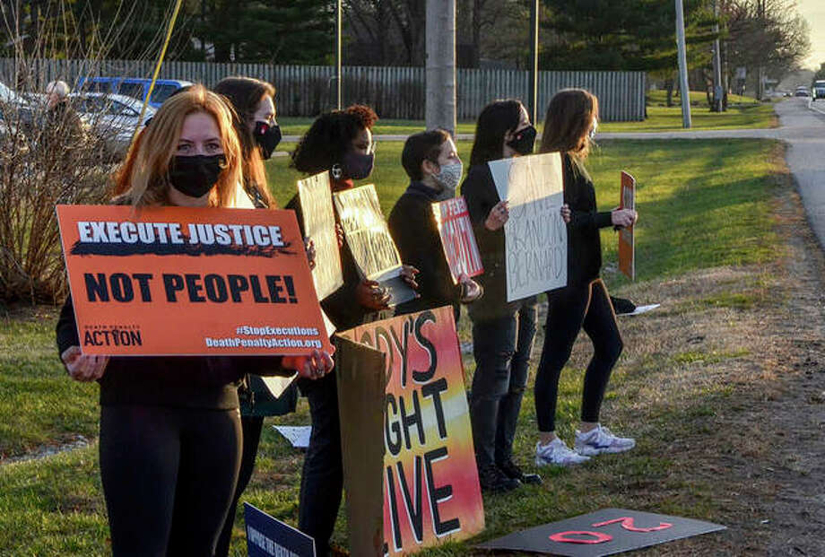 Protesters line a road across from the Federal Execution Chamber in Terre Haute, Indiana. Photo: Austen Leake | Tribune-Star (AP)
