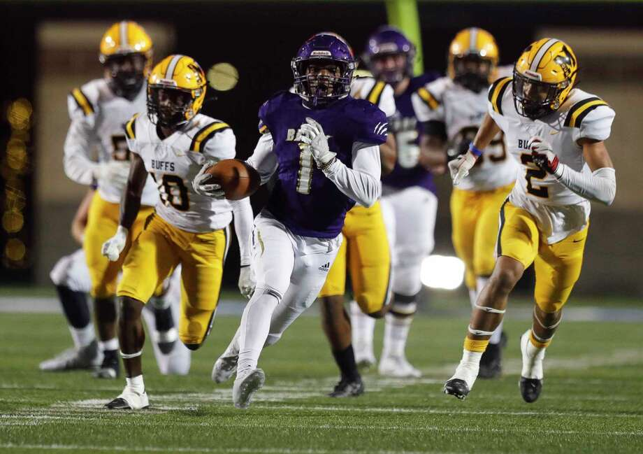 Montgomery running back Jalen Washington (1) runs for a 52-yard touchdown during the fourth quarter of a Region III-5A area high school playoff football game at Randall Reed Stadium, Friday, Dec. 18, 2020, in New Caney. Fort Bend Marshall defeated Montgomery 48-28. Photo: Jason Fochtman, Houston Chronicle / Staff Photographer / 2020 © Houston Chronicle