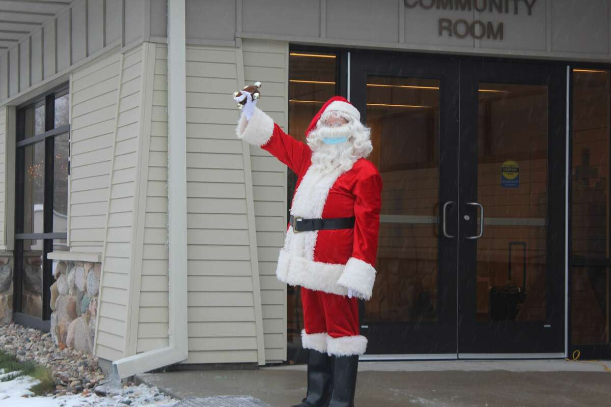 Clad in Christmas gear, staff with the Morton Township Library spent their Saturday passing out holiday treat bags to area families. While having the chance to see Santa and receive a free goodie bag, families were able to stay safely in their vehicles during the drive-thru style event.