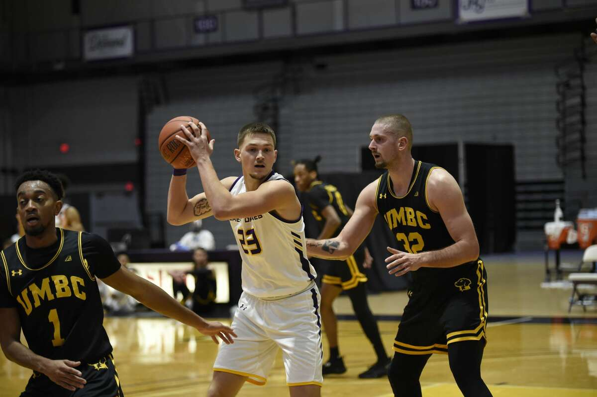 UAlbany sophomore forward Sam Shafer looks for room between UMBC defenders L.J. Owens (1) and Dimitrije Spasojevic on Saturday, Dec. 19, in an America East Conference game at SEFCU Arena. (Kathleen Helman / UAlbany athletics)