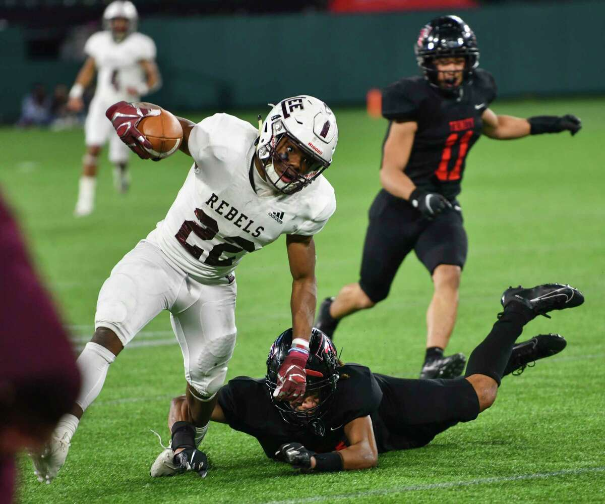 Lee's Makhilyn Young (22) is tripped up by Trinity's Tovo Asaeli on Saturday, Dec. 19, 2020 at Globe Life Park in Arlington. Jacy Lewis/Reporter-Telegram