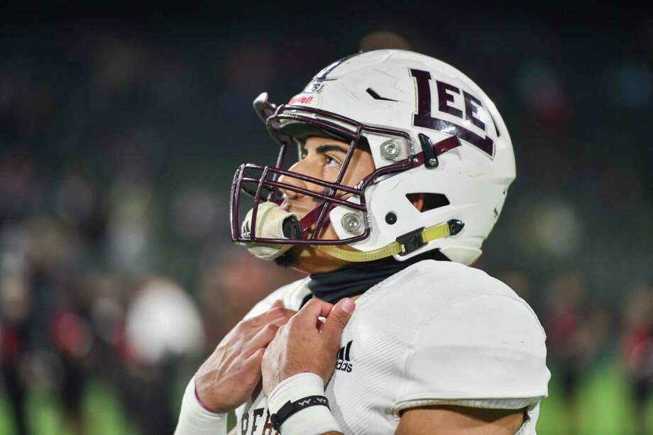 Lee's Mikey Serrano looks up a the scoreboard before the game against Trinity on Saturday, Dec. 19, 2020 at Globe Life Park in Arlington. Jacy Lewis/Reporter-Telegram Photo: Jacy Lewis/Reporter-Telegram