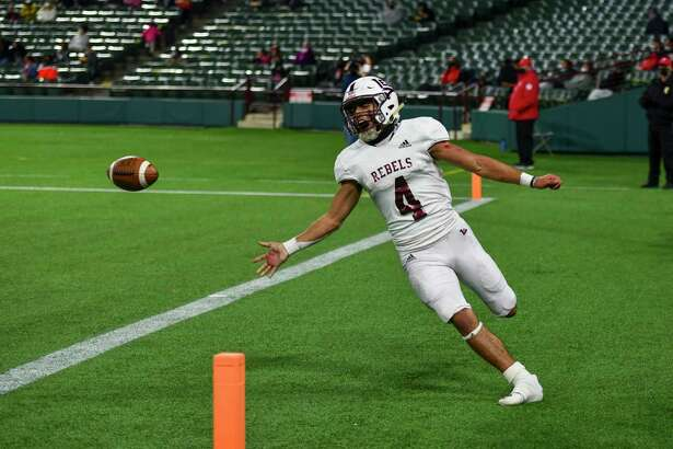 Lee's Mikey Serrano (4) yells in celebration after scoring a touchdown Saturday, Dec. 19, 2020 at Globe Life Park in Arlington. Jacy Lewis/Reporter-Telegram
