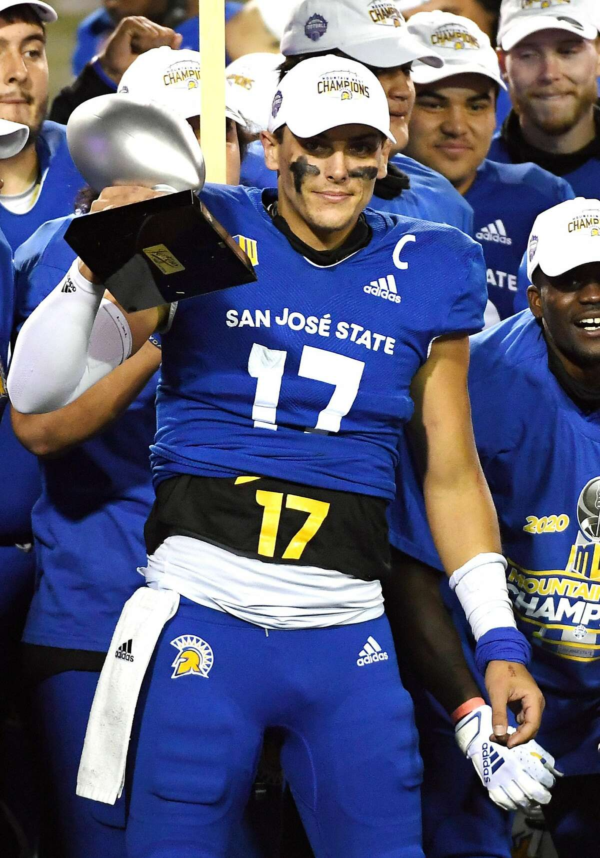 LAS VEGAS, NEVADA - DECEMBER 19: Quarterback Nick Starkel #17 of the San Jose State Spartans lifts up the the Mountain West Championship game offensive MVP trophy after the team defeated the Boise State Broncos 34-20 to win the Mountain West Football Championship at Sam Boyd Stadium on December 19, 2020 in Las Vegas, Nevada. (Photo by Ethan Miller/Getty Images)